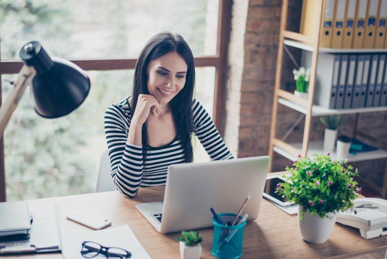 Maximising your workstation - Office Furniture 2 Go Ltd